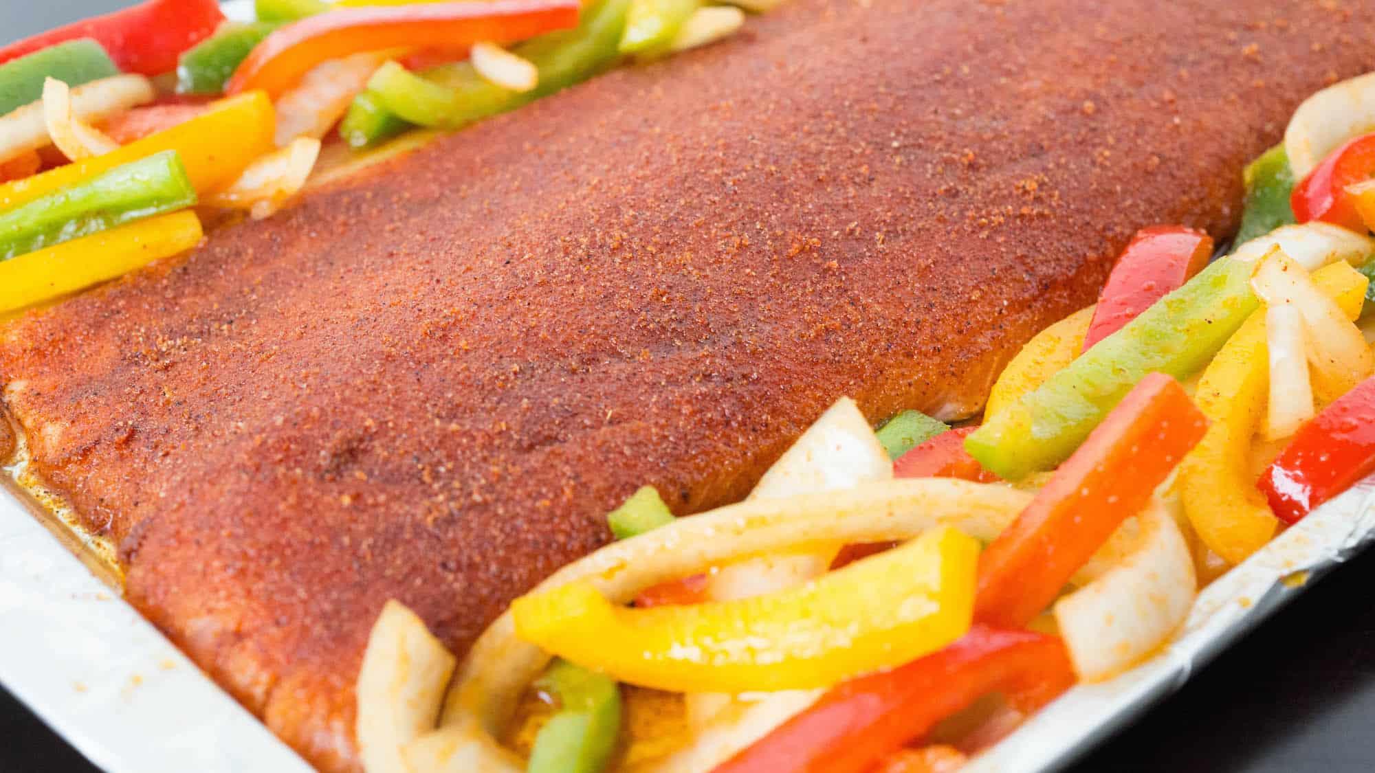 Easy One Pan Fajita Salmon & Peppers Recipe